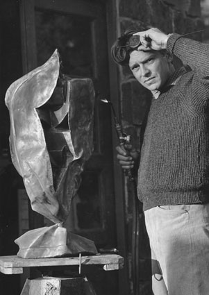 Johan van Heerden at work in his studio in 1965 (img © Constance Stuart)